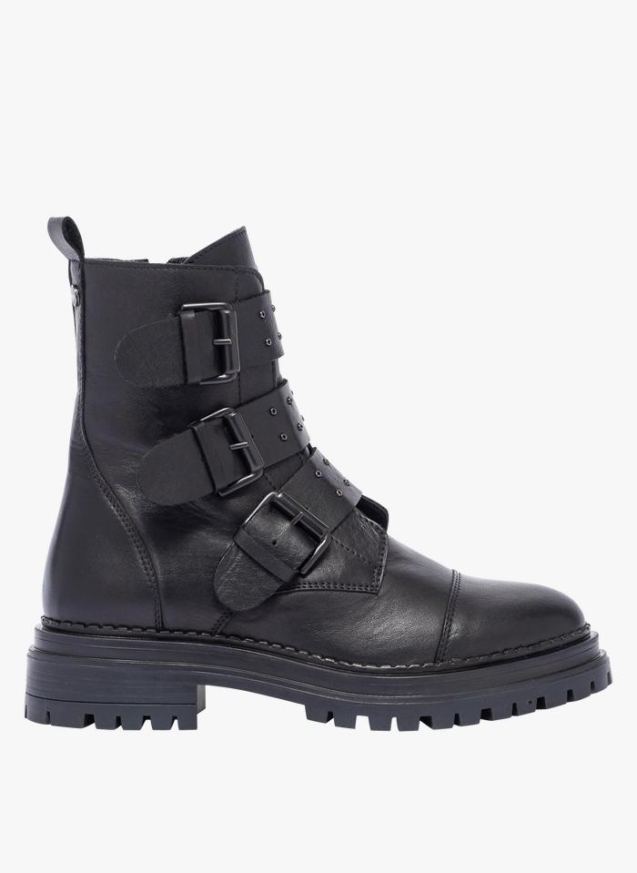 BOCAGE Lederstiefel mit Schnallenriemen und Profilsohle in Schwarz