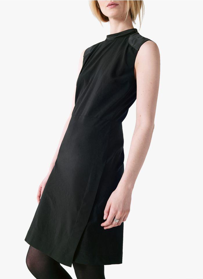 COTELAC Ärmelloses, figurbetontes Kleid mit Stehkragen in Schwarz