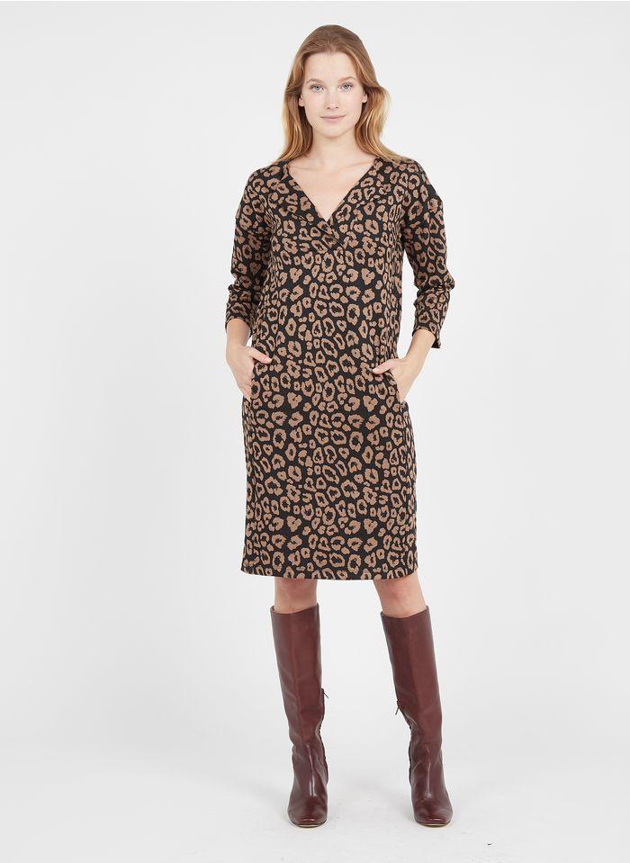 LA FEE MARABOUTEE Kurzkleid mit Henley-Ausschnitt und Leoparden-Print in Schwarz