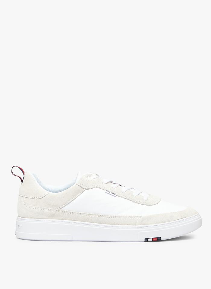 TOMMY HILFIGER Niedrige Ledersneaker in Weiß