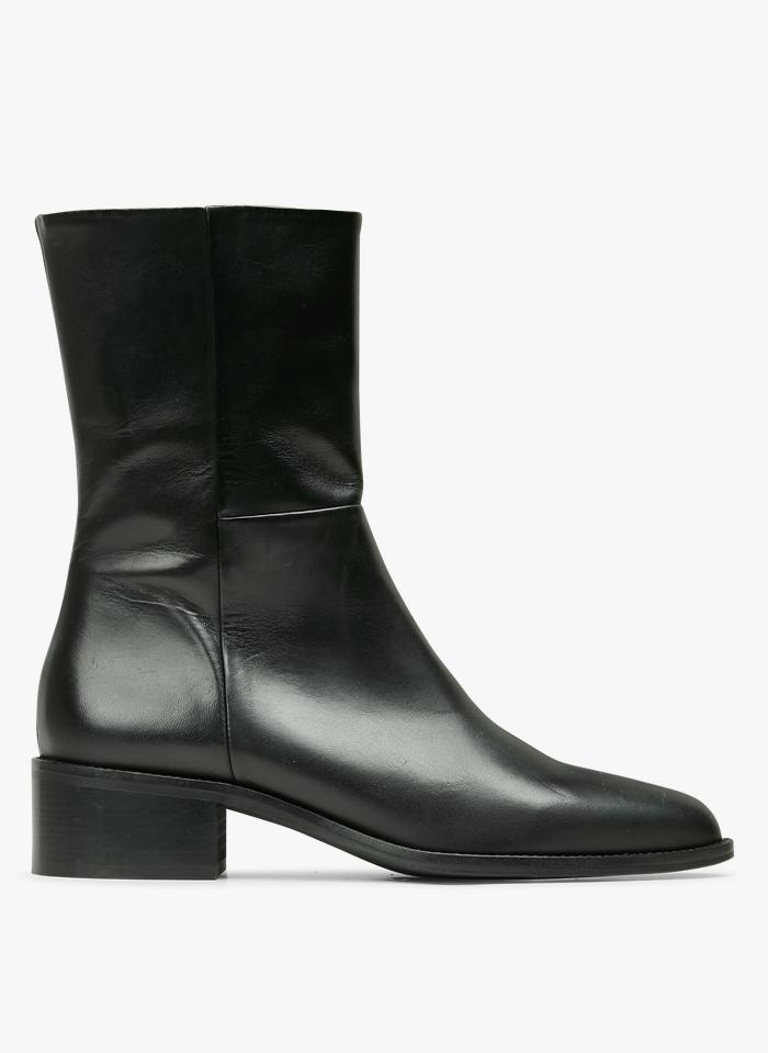 JONAK Botas de piel acabadas en punta en negro