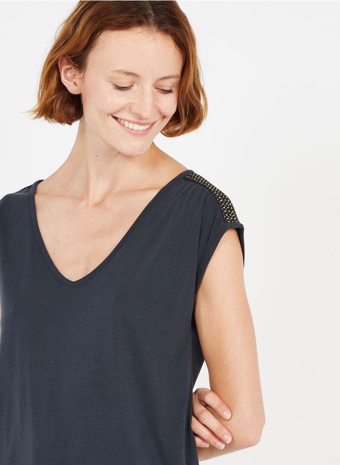 PIECES Camiseta vaporosa con cuello de pico en negro
