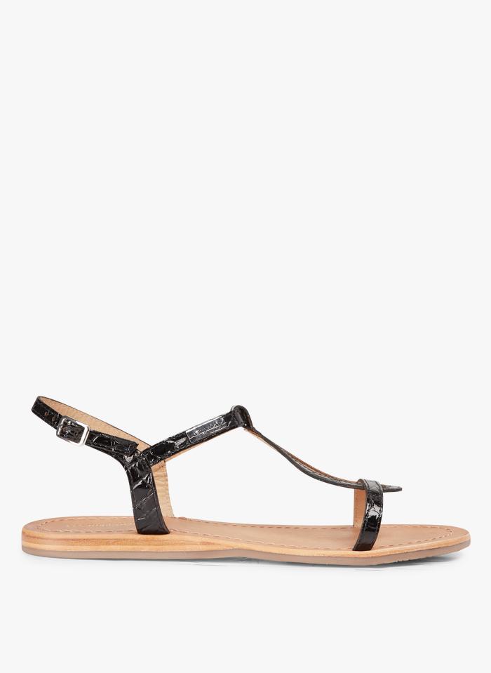 LES TROPEZIENNES Sandales plates en cuir aspect croco Noir