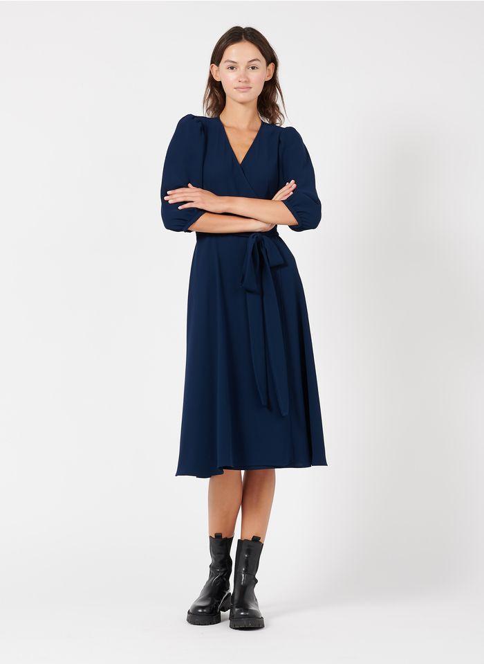 TARA JARMON Robe midi portefeuille en crêpe Bleu